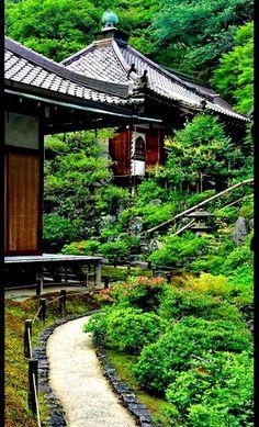 """Kyoto - Reikan-ji kleine tempel aan """"The Path of Philosophy""""."""