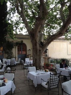 Villa Gallici Provence France - reminds me of a favorite restaurant in the Napa Valley.
