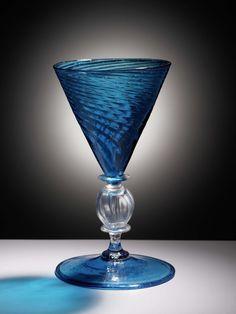 Wijnglas met trechtervormige geribde, getordeerde kelk, anoniem, 1600