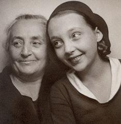 photobooth: marguerite duras et sa maman © Collection Jean Mascolo