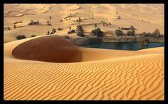 فلا شيء اكثر وقعا في النفس من ذلك الصمت الذي يغلف الصحراء