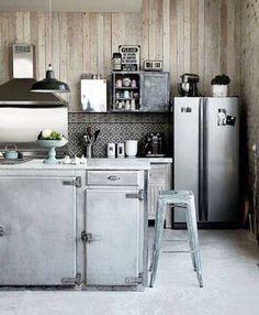 Carrelage imitation carreaux de ciment dans cuisine grise