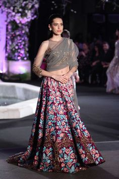 Manish Malhotra at Lakmé Fashion Week winter/festive 2016 Manish Malhotra Lehenga, Manish Malhotra Bridal, Sabyasachi, Lakme Fashion Week, India Fashion, Asian Fashion, Ethnic Fashion, Style Fashion, Mode Bollywood