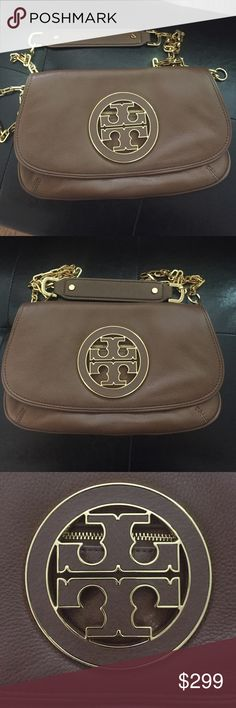 "Tory burch leather clutch Beautiful Tory burch clutch in luggage leather which is a hard to find color in this bag. Excellent condition and 100% authentic purchases in Bloomingdales. Chain strap is adjustable/removable. Wear as a clutch, cross body or shoulder bag. 11"" x 7.5"" Tory Burch Bags Crossbody Bags"