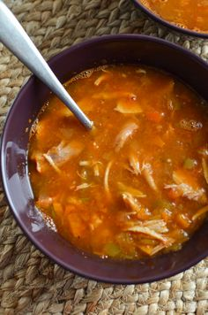Sit down and enjoy a delicious bowl of this syn free Chicken and Vegetable soup - amazingly fresh and healthy and plenty of speed vegetables. Vegetable Soup With Chicken, Vegetable Soup Recipes, Chicken And Vegetables, Fresh Chicken, Chicken Chili, Chicken Soup, Chicken Recipes, Healthy Eating Recipes, Cooking Recipes