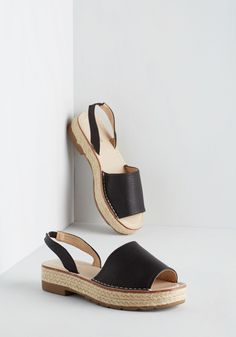 Daytime to Go Sandal in Noir. Beat the heat by strolling to the breezy shoreline in these black sandals! #black #modcloth