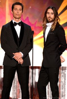 Jared Leto and Matthew McConaughey - 2014 Screen Actors Guild Awards. Look at the difference in their pose. The Gentleman & The Rock Star!