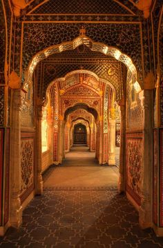 Hall of mirrors - India