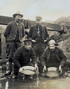 Gold miners Tsar Nicolas, Tsar Nicholas Ii, Us History, American History, Canadian History, Vintage Photographs, Vintage Photos, Czar Nicolau Ii, Panning For Gold