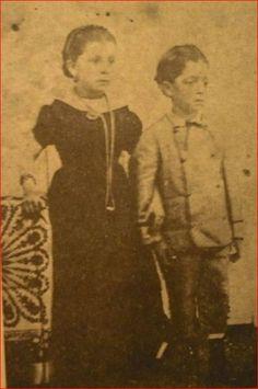 BL.Foto del Dr. José Gregorio Hernández junto a su hermana durante su infancia  B.L.
