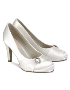 A stunning, ivory satin high heel with a heel height of 8cm. Strawberry features a sparkly, diamante brooch on the side with tight pleats across the front.