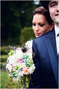 Colourful bridal bouquet | Image by Christophe Mortier Photographe