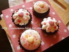 もうすぐバレンタイン♪ ってことで、カップケーキをバレンタインっぽく作ってみました。