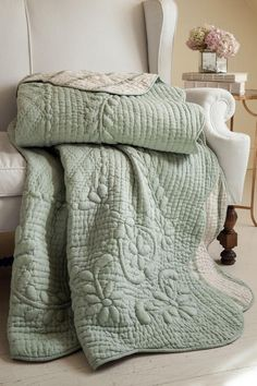 Soft Surroundings is your store for luxurious bedding sets to outfit your bedroom with beauty. Our bedding collections are inspired by vintage bedding with plush fabric & gorgeous detail. Soft Surroundings, Farmhouse Quilts, Bedding Master Bedroom, Bedroom Retreat, Green Quilt, Cozy Bed, Linen Bedding, Quilt Bedding Sets, Aqua Bedding