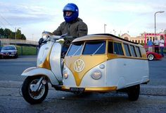 Kombi sidecar - interesting. What goes in there? A puppy? Luggage? Groceries? Cute, nonetheless.