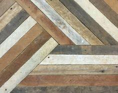 Arte de pared hecha a mano de madera de listón recuperada. Esta madera es rescatada del techo de mi estudio de arte y ha sido reimagined en un paisaje geométrico. Hecho a la medida. Puede ser modificado para requisitos particulares. Cada pieza será única debido a la madera recuperada. Toda la madera de forma natural, no mancha o la pintura utilizada. Este diseño es copyright protegido. Creado por uno Studio Eleventy.