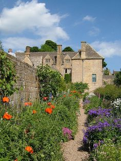 raindropsonroses-65: Snowshill Manor by flash of light on Flickr — FUCKITANDMOVETOBRITAIN