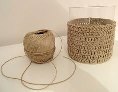 44 New Ideas for basket weaving crochet bag Vase Crochet, Diy Crochet, Crochet Storage, Crochet Stitches, Crochet Patterns, Basket Weaving Patterns, Crochet Decoration, Jute Twine, Crochet Projects