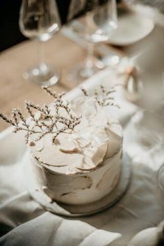 Amazing Wedding Cakes, Elegant Wedding Cakes, Timeless Wedding, Wedding Cake Designs, Wedding Table Flowers, Wedding Cake Rustic, Contemporary Wedding Flowers, Croatian Wedding, Sustainable Wedding
