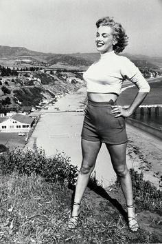 16e82d719f32 Vintage Malibu: Elizabeth Taylor, Marilyn Monroe on the Beach (Photos)