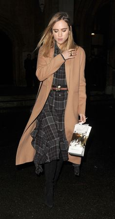 suki-waterhouse-attends-a-carol-service-with-her-brother-charlie-in-london-12-12-2016-1.jpg (1280×2435)