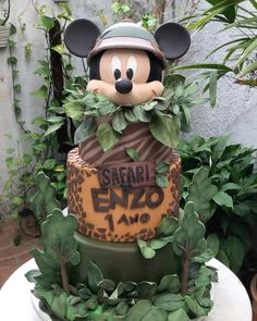 A Main Hobbies Chico Product Safari Birthday Cakes, Jungle Theme Birthday, Safari Cakes, First Birthday Party Themes, Wild One Birthday Party, Mickey First Birthday, Baby Boy 1st Birthday, Bolo Mickey Safari, Safari Party Decorations