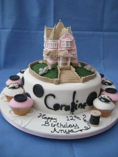 Coraline cake I think its really cute! Beautiful Cakes, Amazing Cakes, Coraline Jones, Cute Birthday Cakes, Good Food, Yummy Food, Bday Girl, Crazy Cakes, Creative Cakes