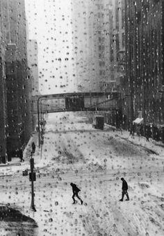 marc riboud-- the raindrops snow and monochrom. Marc Riboud, Henri Cartier Bresson, Black White Photos, Black And White Photography, Monochrome Photography, Street Photography, Art Photography, Robert Doisneau, Foto Art