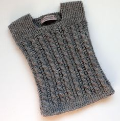 Knitting Patterns Sweter Then John Babysight was knitted. It lasted for months, I guess. Easy Knitting Projects, Knitting For Kids, Baby Vest, Baby Cardigan, Baby Knitting Patterns, Crochet Patterns, Crochet Baby, Knit Crochet, Tricot Baby