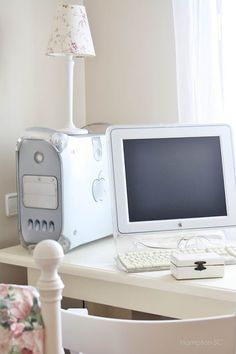pc sobremesa Apple plateado- love the clear case, in a brightly lit room! want!!!