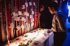 Messages stand for bride and groom. Wedding stand, colorful. Marisa Tenguerian Ambientaciones y Detalles