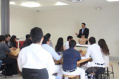 Estudiantes de medicina llevan a cabo taller de esploración mamaria en el margen del mes rosa | El Puntero