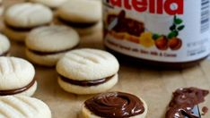 Nutella sandwich cookies - Buttery shortbread cookies joined with a layer of creamy chocolate-hazelnut spread. Cute and delicious! Nutella Brownies, Nutella Cookies, Nutella Ganache, Hazelnut Cookies, Ginger Cookies, Cookie Sandwich, Nutella Sandwich, Nutella Recipes, Cookie Recipes