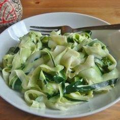 "That Gluten Free Girl: Vegan Zucchini ""Fettucine"" Alfredo Oooh looks yummy :) Raw Food Recipes, Veggie Recipes, Cooking Recipes, Healthy Recipes, Healthy Meals, Yummy Recipes, Raw Vegan, Vegan Vegetarian, Vegetarian Recipes"