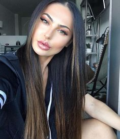Long Ash Blonde Hair - 20 Best Long Hairstyles for Women of All Ages 2019 - The Trending Hairstyle Balayage Straight, Brown Hair Balayage, Ash Blonde Hair, Balayage Brunette, Hair Highlights, Dye My Hair, Trending Hairstyles, Light Hair, Straight Hairstyles