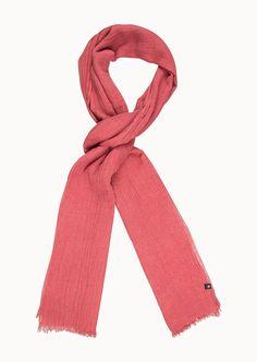 Der softe Fransen-Schal in verschiedenen Melange-Farben spendet Wärme und Style zugleich. Er ist besonders leicht und fühlt sich dank der 100%-igen Baumwolle angenehm soft auf der Haut an. Die ausgefransten Abschlüsse verleihen dem Modell einen entspannten Charakter....
