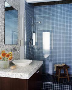 un carrelage bleu dans la petite salle de bains lgante - Faience Bleue Salle De Bain