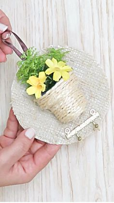 Diy Crafts Love, Diy Crafts For Home Decor, Diy Crafts Hacks, Diy Crafts For Gifts, Cd Crafts, Creative Crafts, Paper Flowers Craft, Flower Crafts, Diy Flowers