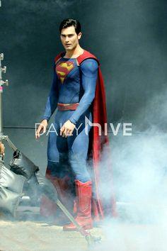 Tyler Hoechlin as Superman on the Supergirl set.