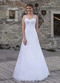 LEONOR: O vestido luxuoso é perfeito para as noivas românticas e delicadas. Para saber mais, acesse: www.russianoivas.com #vestidodenoiva #vestidosdenoiva #weddingdress #weddingdresses #brides #bride