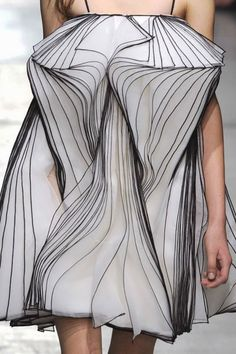 Sculptural Fashion - dress with 3D layering & contrasting edges like hand-drawn lines; wearable art // Christopher Kane Fall 2014