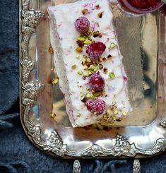Jäädyke on näyttävä ja edullinen jälkiruoka. Magic Recipe, Ice Cream, Desserts, Recipes, Food, No Churn Ice Cream, Tailgate Desserts, Deserts, Icecream Craft