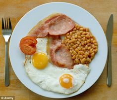With the possible morning sickness, a heavy, cooked breakfast such as bacon and eggs may sound distinctly off-putting for the expectant mom, but it would Healthy Breakfast For Kids, Best Breakfast, Breakfast Recipes, Breakfast Club, European Breakfast, Ham And Eggs, Pregnancy Nutrition, Big Meals, Morning Food