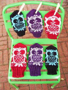 Here are my instructions to owl -mittens. I tried to find pattern but couldn't find a free one, so I designed it myself. Knitting Charts, Free Knitting, Knitted Gloves, Fingerless Gloves, Mittens Pattern, Needlework, Free Pattern, Christmas Ornaments, Color