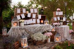 Después de una intensa temporada de bodas que ya está terminando, volvemos con el blog, con un montón de preciosos eventos que os queremos enseñar y con la cabeza llena de nuevas ideas para la nueva temporada 2015. En esta ocasión os mostramos la bonita decoración exterior que preparamos en el espectacular Cortijo Torre Alta para la boda…