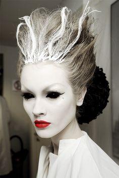 frankenstein braut halloween make-up ideen frauen - Angezogen - halloween makeup Maquillage Halloween Simple, Maquillaje Halloween, Makeup Jobs, Fx Makeup, Makeup Ideas, Ghost Makeup, Witch Makeup, Scary Makeup, Zombie Makeup