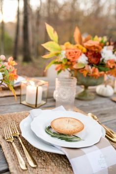 Gorgeous Outdoor Fall Thanksgiving Table Setting Tips #thanksgiving #homestoriesatoz