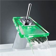 Ideal Einhebel Centereingestellt Farbwechsel LED Wasserfall Bad Waschtischarmatur mit Glas Auslauf