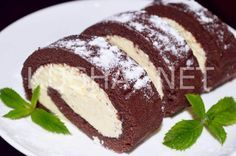 Бисквитный шоколадный рулет с масляным кремом. Пошаговый рецепт с фото