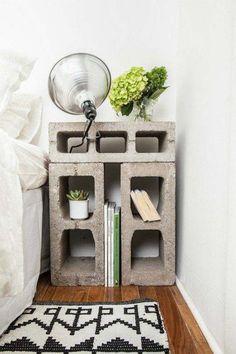 fabriquer une table de chevet créative en blocs de parpaing creux